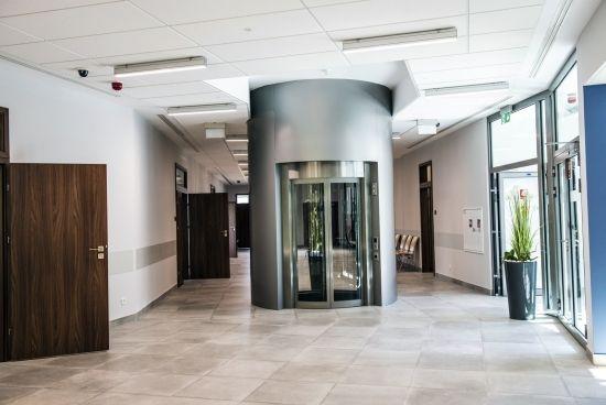 Otwarto nowy budynek Wydziału Zarządzania na Politechnice Rzeszowskiej [ZDJĘCIA] - Aktualności Rzeszów - zdj. 8